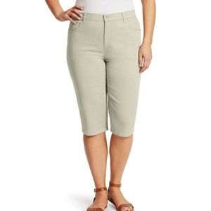 Plus size khaki skimmer capri pants size 16W. NWT